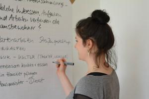 Studentin Mandy Martin sammelt Ideen für das Miteinander im Haus